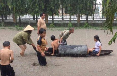 Cheo thuyen tren tinh lo tai Binh Duong: Tim phuong an 'thoat ngap' cho nguoi dan - Anh 2