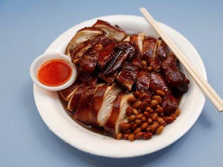 Den Singapore hay thuong thuc nhung mon an duong pho cuc ky hut khach - Anh 1