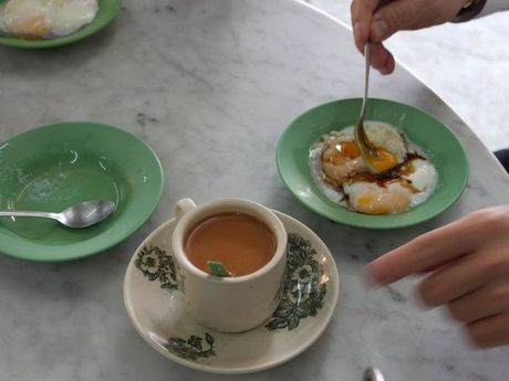 Den Singapore hay thuong thuc nhung mon an duong pho cuc ky hut khach - Anh 9