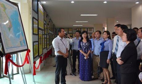 Quang Tri: Trung bay ban do co khang dinh chu quyen quan dao Hoang Sa, Truong Sa - Anh 1