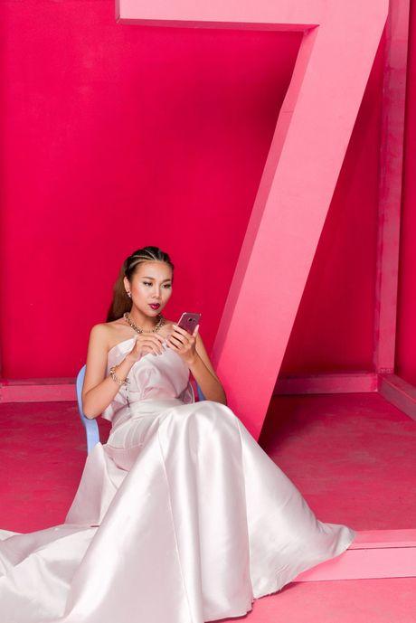 Hau truong 'to hong moi gioi han' cua Thanh Hang va Galaxy S7 edge Pink Gold - Anh 3