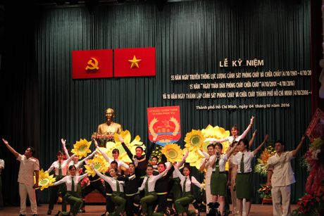 Canh sat PCCC TP.HCM nhan huan chuong Bao ve To quoc - Anh 7
