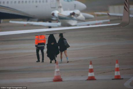 Kim Kardashian so bi lam nhuc khi bon cuop tan cong - Anh 2