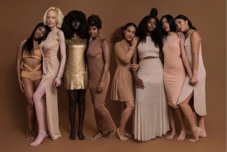 Thiếu nữ da đen như than củi gây bão mạng