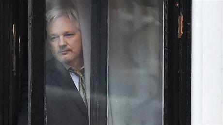 WikiLeaks bat ngo huy 'bom tan' ha guc ba Clinton - Anh 1