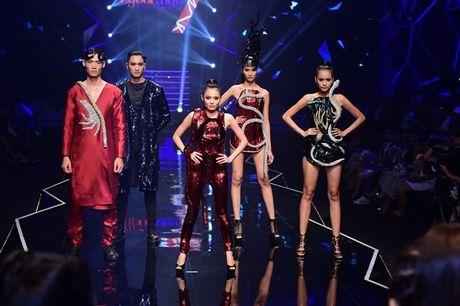 Nhung khoanh khac 'dat gia' trong dem chung ket Vietnam's Next Top Model 2016 - Anh 7