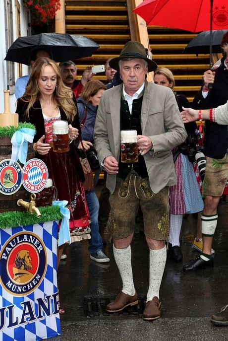 Sao Bayern Munich va Wags tung bung trong le hoi bia Oktoberfest - Anh 4
