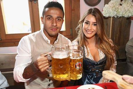 Sao Bayern Munich va Wags tung bung trong le hoi bia Oktoberfest - Anh 7