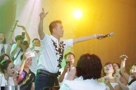 Den sinh nhat Dam Vinh Hung cung mang nang ap luc ky luc - Anh 10
