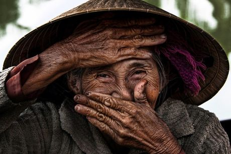 Van Mai Huong chup anh cung 'Cu ba dep nhat the gioi' o Hoi An - Anh 1