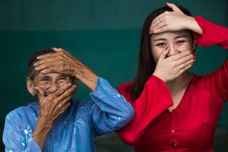 Van Mai Huong chup anh cung 'Cu ba dep nhat the gioi' o Hoi An - Anh 3
