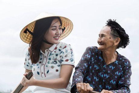 Van Mai Huong chup anh cung 'Cu ba dep nhat the gioi' o Hoi An - Anh 4