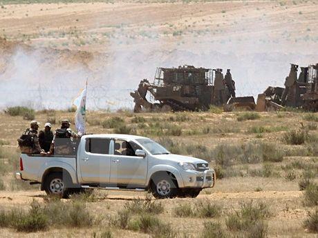 Chien dau co Israel khong kich tra dua vu ban rocket tu Gaza - Anh 1