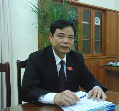 Sau khi bi phe binh, Bo truong Nong nghiep den hop - Anh 1