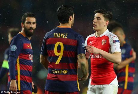 Bi Pep Guardiola cheo keo, Arsenal gap rut troi chan Hector Bellerin - Anh 1