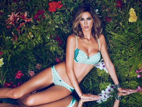 Vo Boateng mac bikini, canh may rau 'xit mau mui' - Anh 10