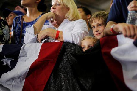 Nhung co dong vien nhi cua ung vien Hillary Clinton - Anh 2