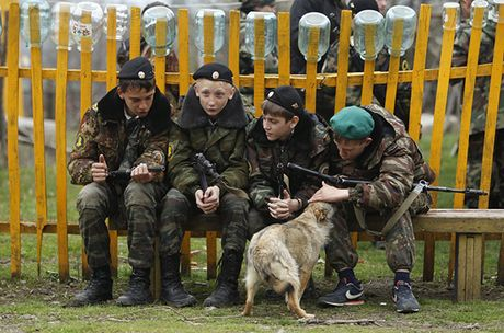 Dot nhap 'truong thieu sinh quan' danh cho tre em Nga - Anh 6