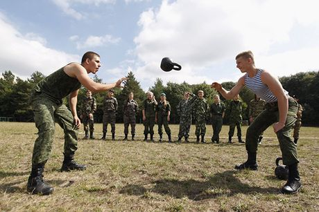 Dot nhap 'truong thieu sinh quan' danh cho tre em Nga - Anh 9
