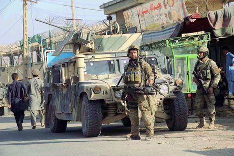 Quan doi Afghanistan xua duoi phien quan Taliban khoi Kunduz - Anh 9