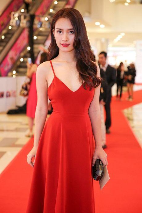Ngoc Trinh, Maya cuon hut kho cuong tren tham do ra mat phim - Anh 6