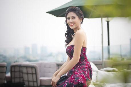 Nguyen Thi Loan rang ro truoc ngay len duong thi Hoa hau Hoa binh quoc te - Anh 3