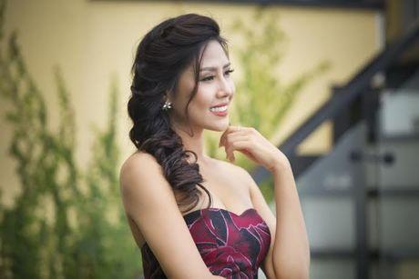Nguyen Thi Loan rang ro truoc ngay len duong thi Hoa hau Hoa binh quoc te - Anh 9