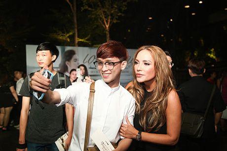 Thanh Ha om cham Hari Won, pha tin don tinh cam ran nut - Anh 11