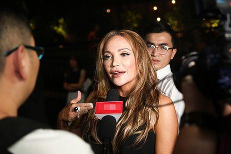 Thanh Ha om cham Hari Won, pha tin don tinh cam ran nut - Anh 8
