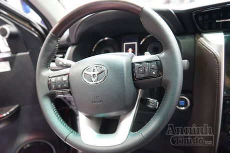 Chi tiet hang 'hot' chinh hang Toyota Fortuner 2016 - Anh 10