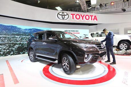 Toyota Viet Nam ra mat cung luc Fortuner moi va Hilux moi - Anh 3