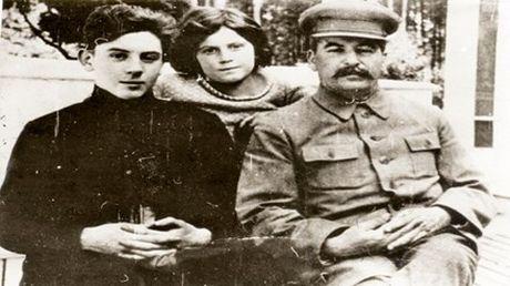 Buc thu bi mat Stalin gui thay giao cua con trai - Anh 1