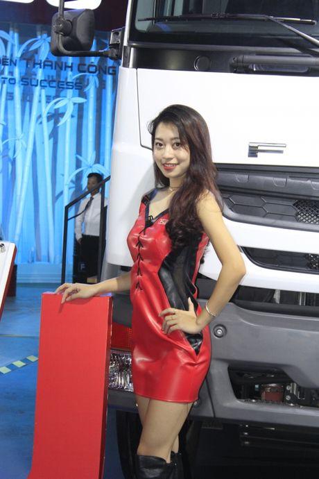 Nhung 'bong hong' tha dang ben xe tai tai VMS 2016 - Anh 7