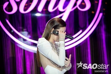 Ha Ho bien hit Son Tung thanh nhac tinh, vua hat vua khoc trong 'Love Songs' - Anh 12