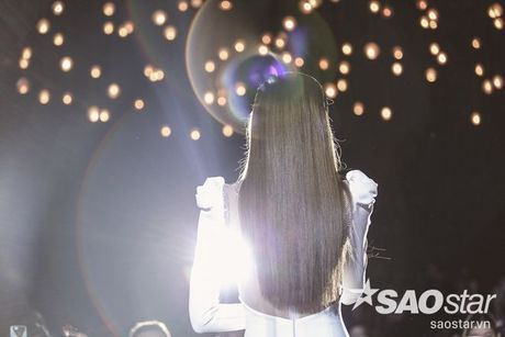 Ha Ho bien hit Son Tung thanh nhac tinh, vua hat vua khoc trong 'Love Songs' - Anh 13