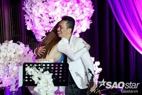 Ha Ho bien hit Son Tung thanh nhac tinh, vua hat vua khoc trong 'Love Songs' - Anh 15