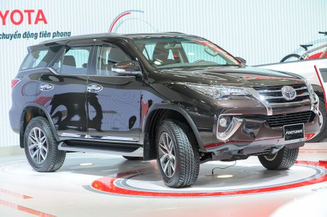 Chi tiet Toyota Fortuner 2017: Them nhieu cong nghe an toan - Anh 1