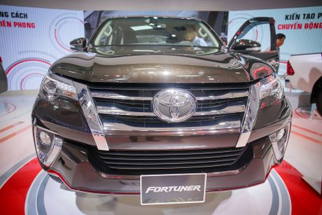 Chi tiet Toyota Fortuner 2017: Them nhieu cong nghe an toan - Anh 2