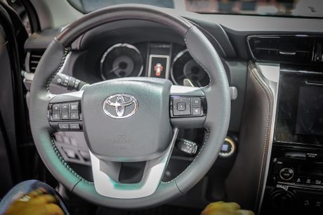 Chi tiet Toyota Fortuner 2017: Them nhieu cong nghe an toan - Anh 9