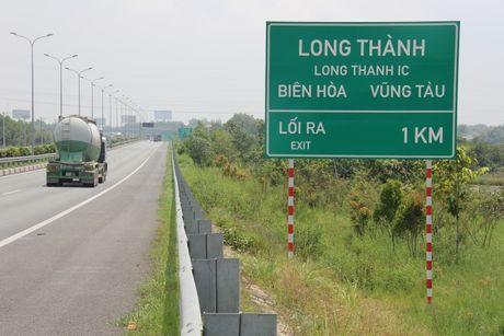 Chum anh: Hang rao duong cao toc TP.HCM-Long Thanh-Dau Giay bi lan chiem - Anh 14