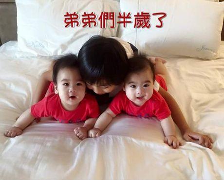 Ngam khong biet chan 2 con trai song sinh cua Lam Chi Dinh - Anh 3