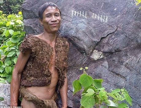 'Tarzan Viet Nam' song trong rung suot 40 nam len bao My - Anh 1