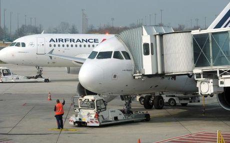 Air France bac cao buoc nhan vien mang tu tuong Hoi giao cuc doan - Anh 1