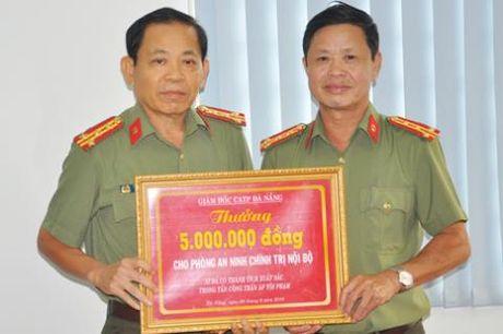 Khen thuong CA Da Nang vu fanpage ''I love Da Nang'' - Anh 2
