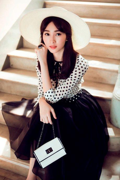Hoa hau Thu Thao: 'Tay choi' hang hieu kin tieng cua Vbiz - Anh 5