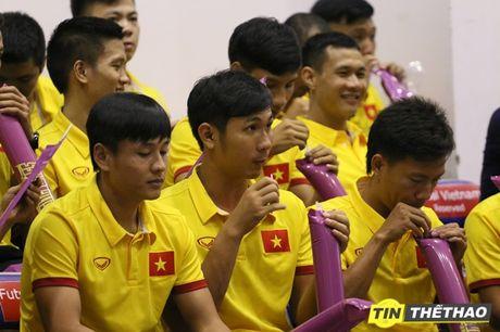 DT Futsal Viet Nam an mung chien thang cung doi bong ro HCMC Wings - Anh 2
