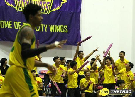 DT Futsal Viet Nam an mung chien thang cung doi bong ro HCMC Wings - Anh 6