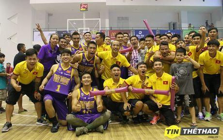 DT Futsal Viet Nam an mung chien thang cung doi bong ro HCMC Wings - Anh 7