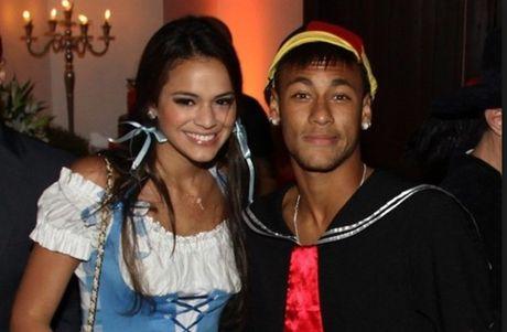 Vua tai hop voi Neymar, clip nong cua Marquezine da xuat hien - Anh 1