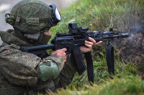 Kham pha bo quan trang Ratnik moi cua binh si Nga - Anh 4